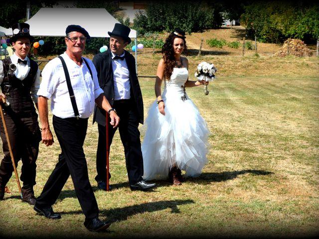 Le mariage de Emilie et Vanessa  à Boulleret, Cher 1