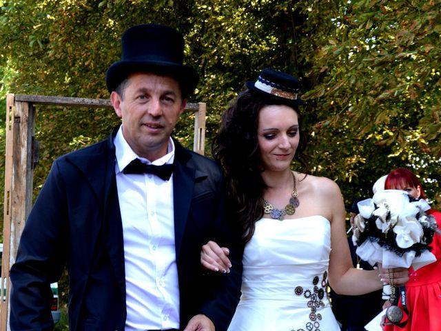 Le mariage de Emilie et Vanessa  à Boulleret, Cher 14