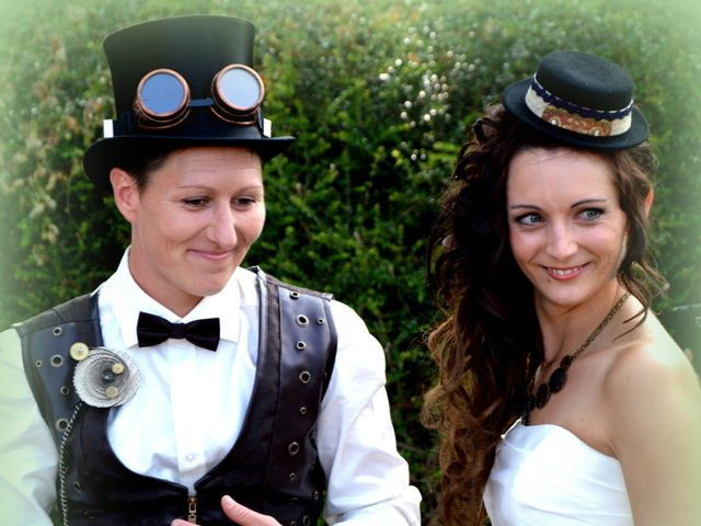 Le mariage de Emilie et Vanessa  à Boulleret, Cher 16