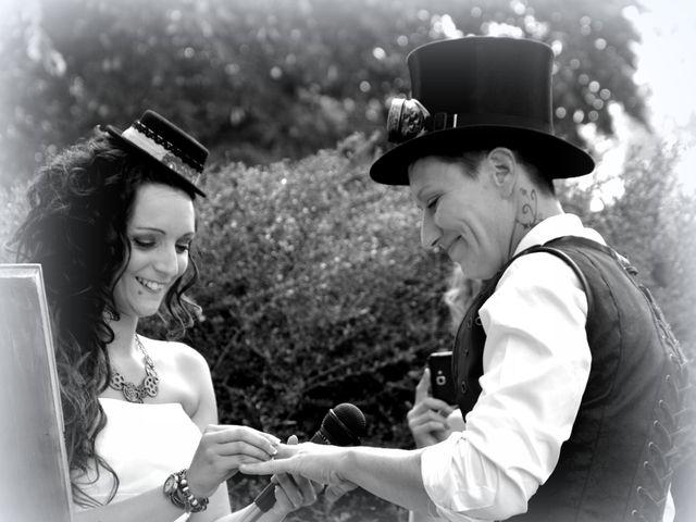 Le mariage de Emilie et Vanessa  à Boulleret, Cher 17