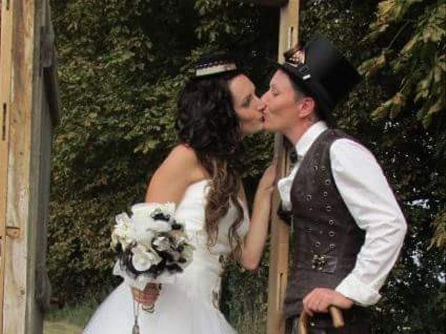 Le mariage de Emilie et Vanessa  à Boulleret, Cher 18
