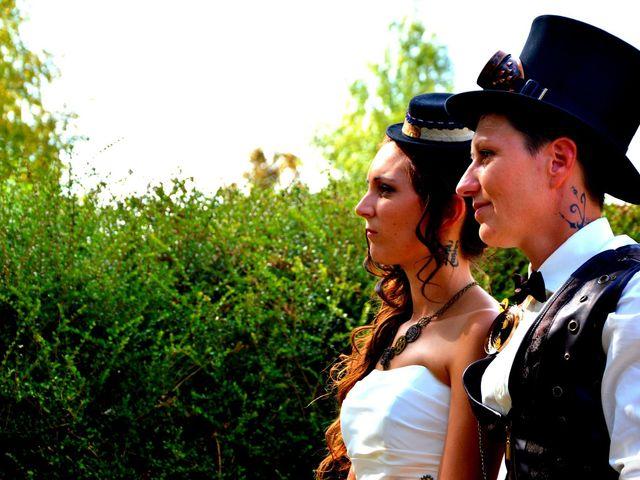 Le mariage de Emilie et Vanessa  à Boulleret, Cher 19
