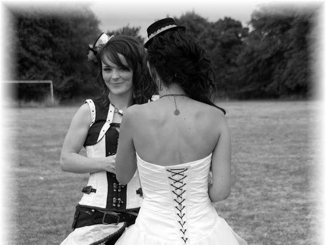 Le mariage de Emilie et Vanessa  à Boulleret, Cher 22
