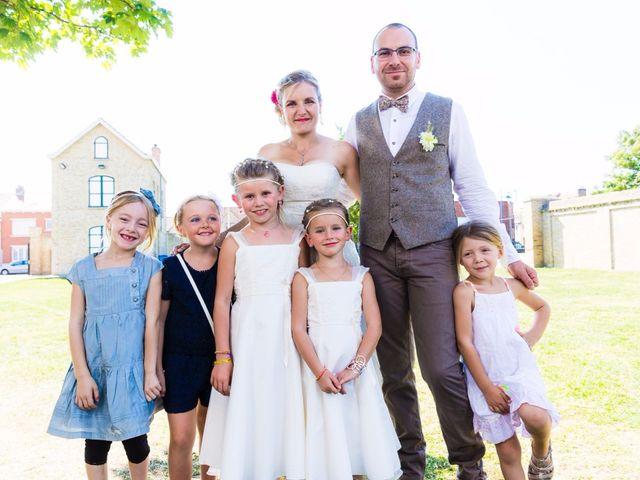 Le mariage de David et Sarah à Coudekerque-Branche, Nord 23