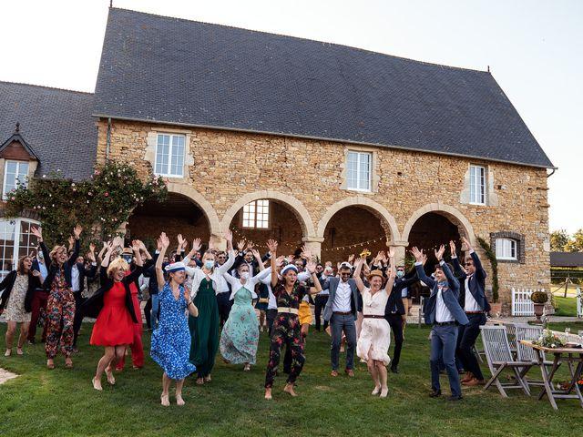 Le mariage de Thomas et Julie à Trévières, Calvados 23