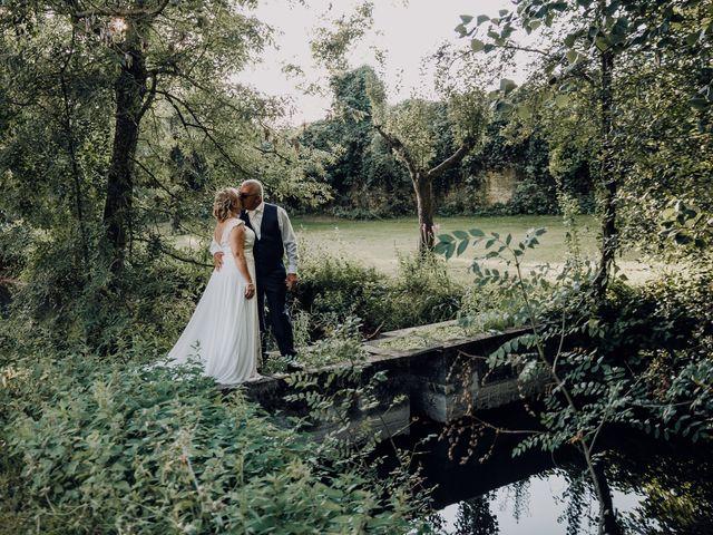Le mariage de Fernand et Florence à Port-d'Envaux, Charente Maritime 19