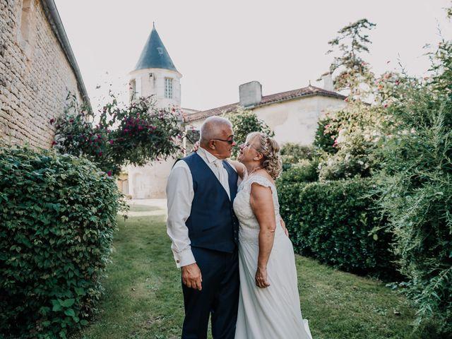 Le mariage de Fernand et Florence à Port-d'Envaux, Charente Maritime 26