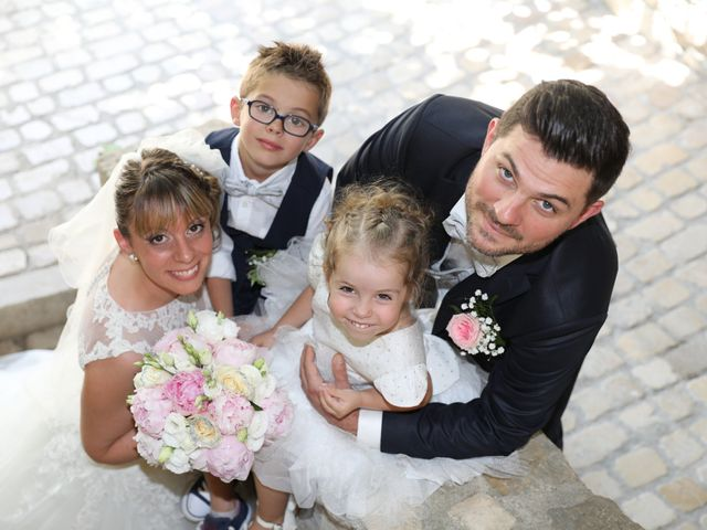 Le mariage de Christophe et Aurelie à Vézénobres, Gard 6