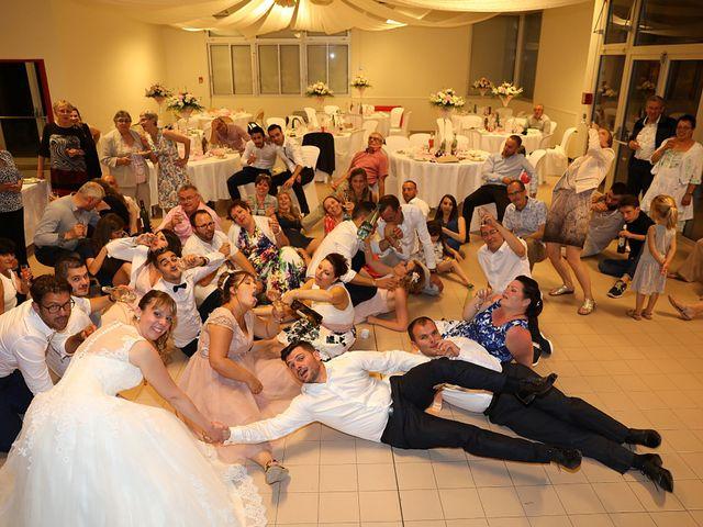 Le mariage de Christophe et Aurelie à Vézénobres, Gard 31