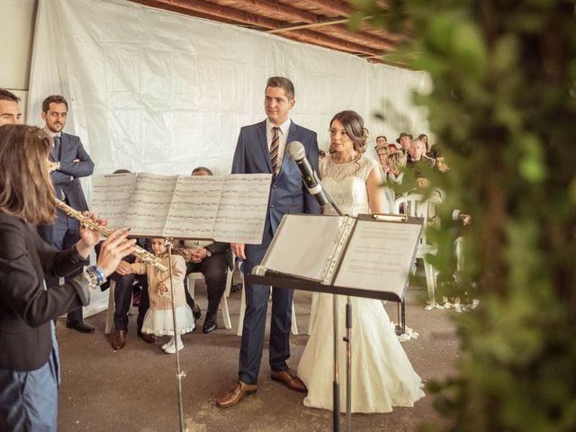 Le mariage de Julien et Wessalie à Saint-Martin-la-Plaine, Loire 29