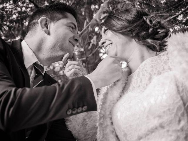 Le mariage de Julien et Wessalie à Saint-Martin-la-Plaine, Loire 37