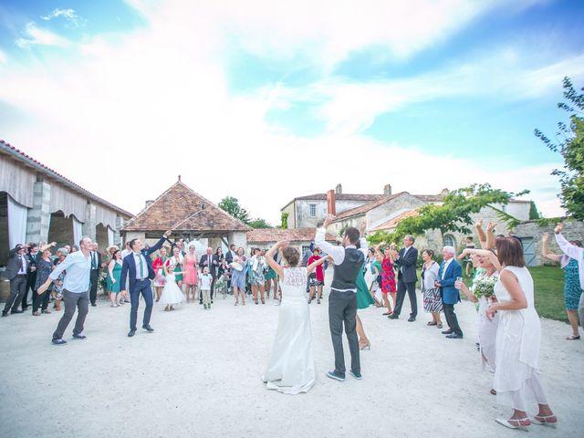 Le mariage de Thibaut et Béatrice à Saint-Laurent-de-la-Prée, Charente Maritime 64