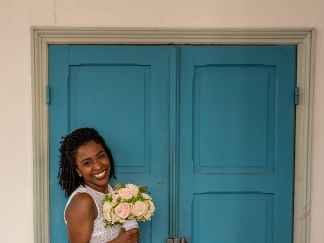 Le mariage de Pierre et Sarah à Bergues, Nord 14