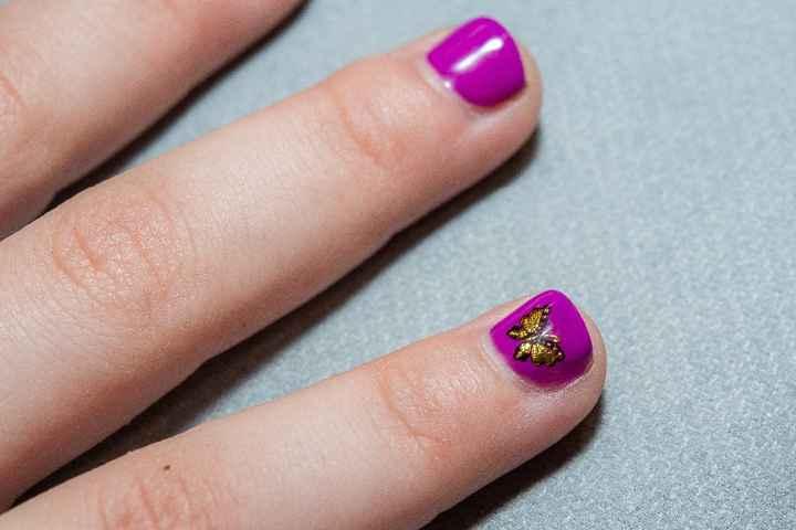 ongles de ma filles thème violet et papillon