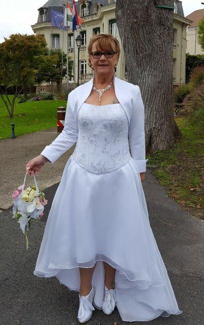 Robe de mariée courte devant longue derrière - 1