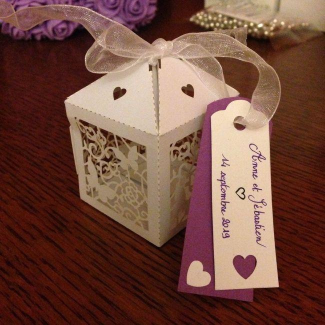 2/3 bricoles thème blanc/noir/violet et papillons 2