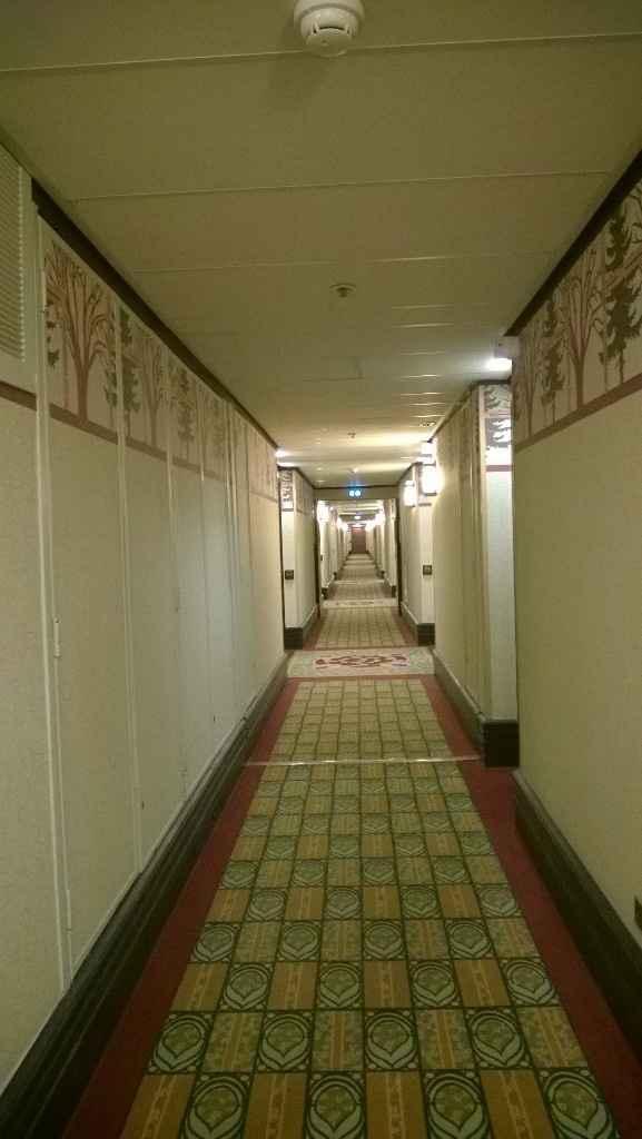 Tout au bout du long couloir...