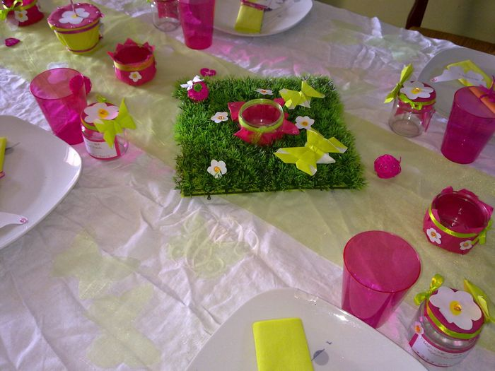 D co de table vert anis blanc et fushia pour bapt me d coration forum - Decoration table mariage fushia ...