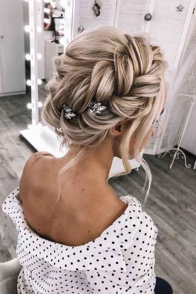 Cheveux attachés ou détachés pour le mariage ? - 1