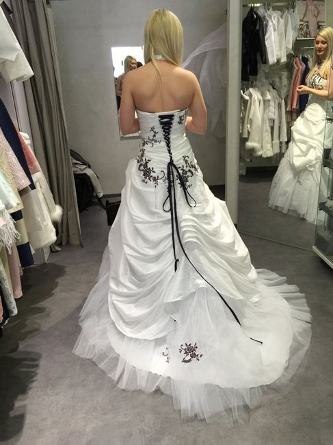 Le dos de votre robe : petits boutons ou laçage ? - 1