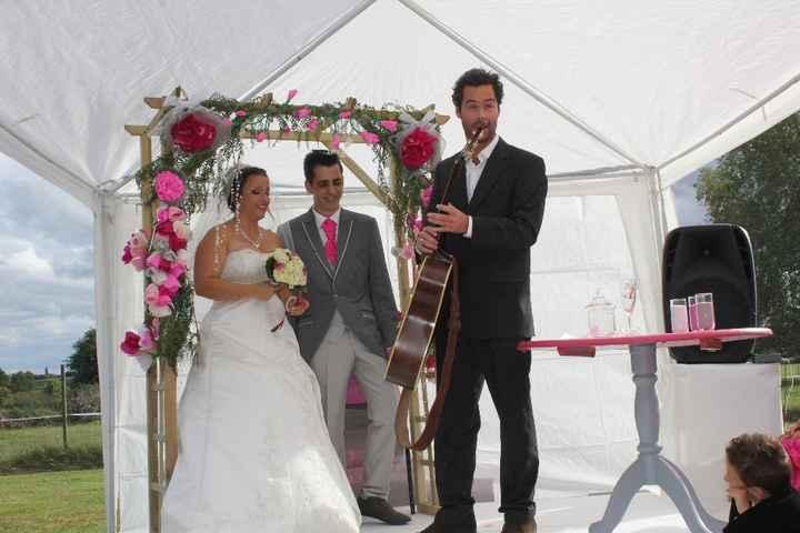 le chanteur surprise de chéri lors de notre cérémonie laique