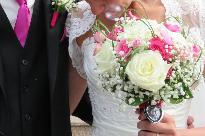bouquet avec m daillon photo photo avant le mariage. Black Bedroom Furniture Sets. Home Design Ideas