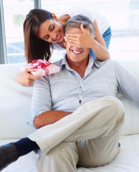 ferez vous un cadeau votre futur mari organisation du mariage forum. Black Bedroom Furniture Sets. Home Design Ideas