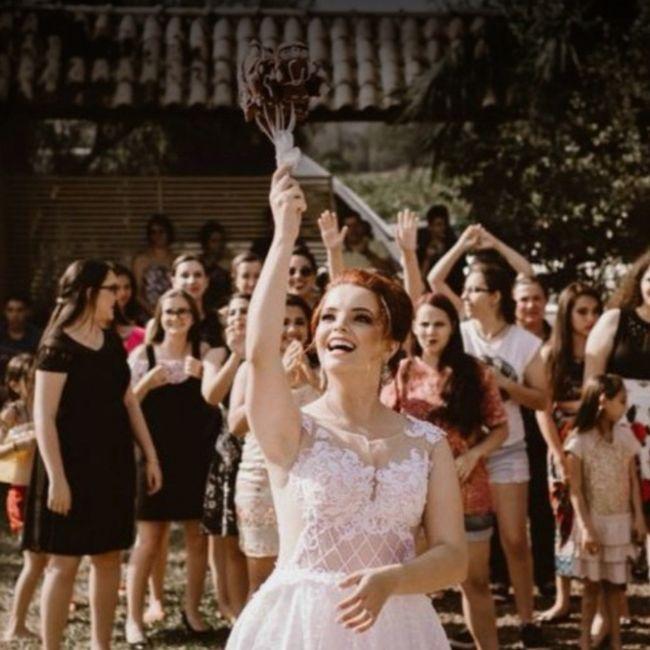 Transmission du bouquet de la mariée 💐 1