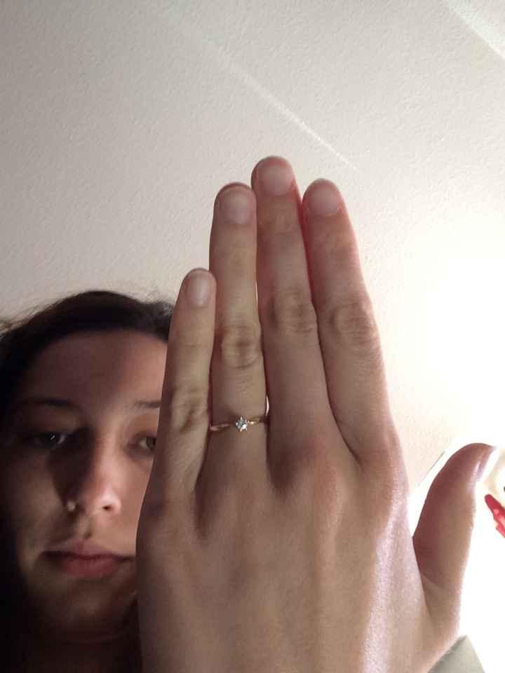 Qui porte une bague de fiançailles ? - 1