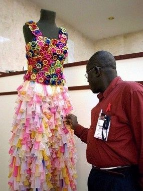 Robe en préservatifs