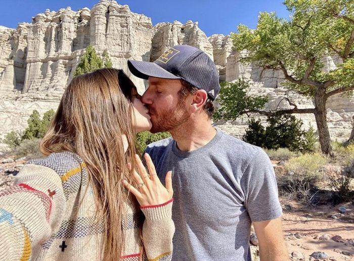 Lily Collins est fiancée ⭐ 2