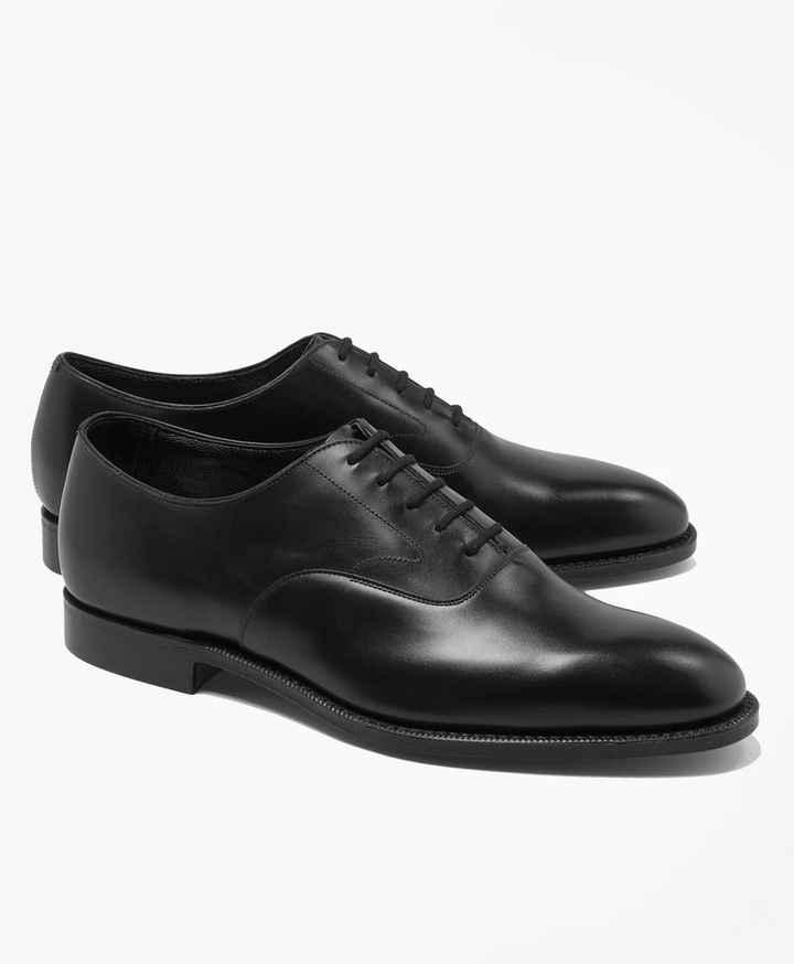 Quelle paire de chaussures préfère t-il ? - 1
