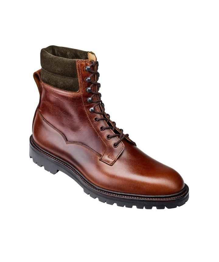 Quelle paire de chaussures préfère t-il ? - 3