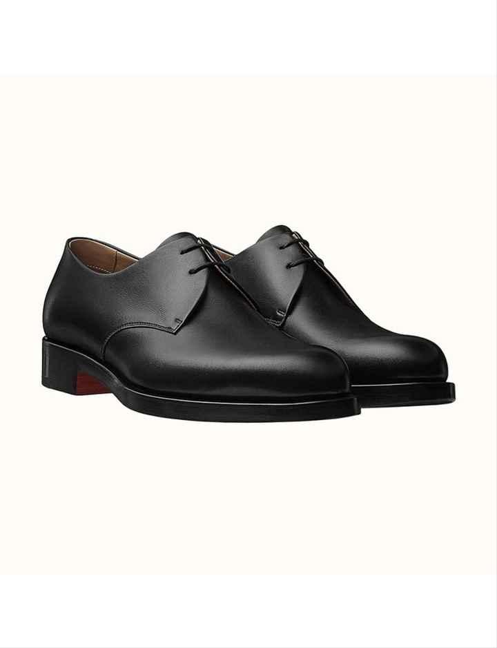 Quelle paire de chaussures préfère t-il ? - 4