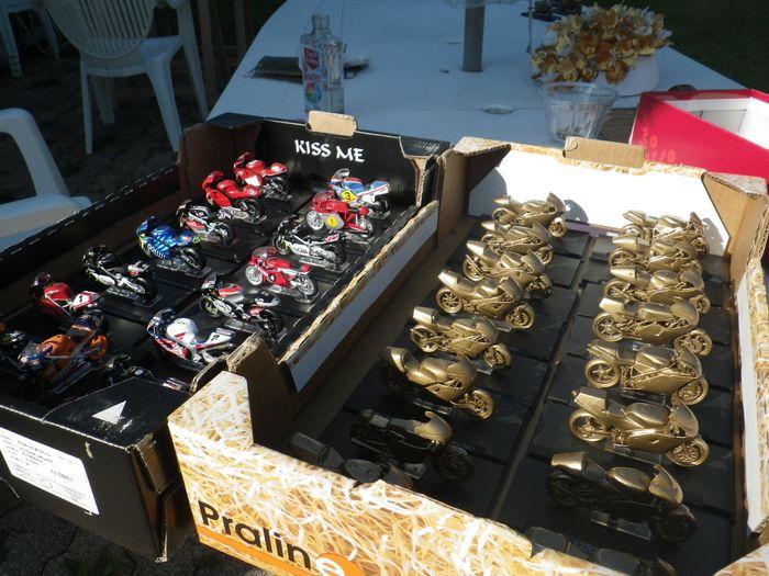 Decoration Table D Honneur Mariage : Moto miniature pour déco de table photo avant le mariage