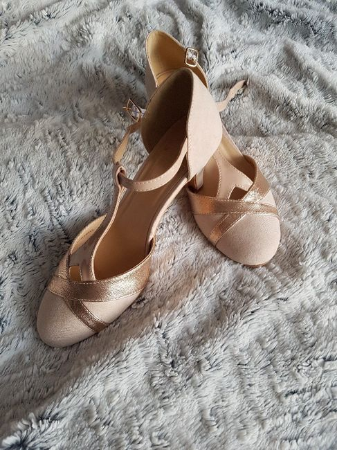 Quelle couleur de chaussure avec robe nude? 2