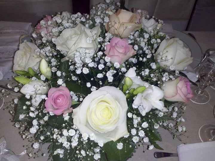 Composition florale table invités