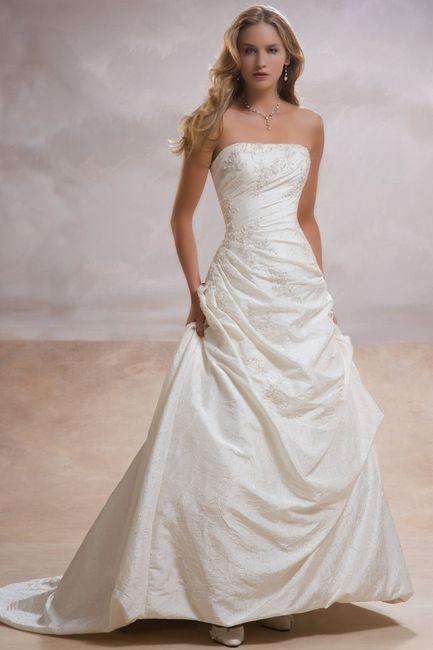 Lundi, je suis allée en essayée d autres avec ma belle-soeur et à la 5ème  robe, j ai pleuré une fois LA robe enfilée. Pas de doute c est celle là  sauf que ... fcdf332c761