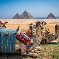 A Dunes et pyramides