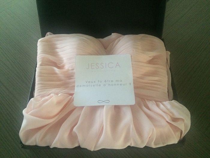 cadeau robe demoiselle d 39 honneur organisation du mariage forum. Black Bedroom Furniture Sets. Home Design Ideas