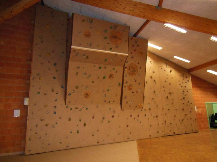 mur d 39 escalade photo d coration. Black Bedroom Furniture Sets. Home Design Ideas