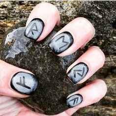 Nails art médiévale !!! - 1