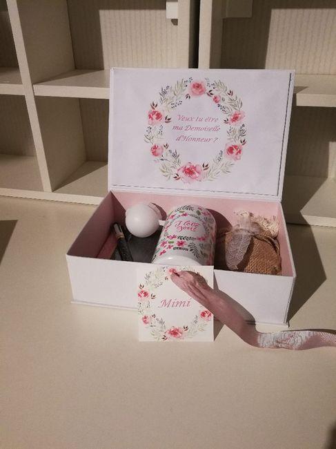 petit cadeau pour mes demoiselles d 39 honneur organisation du mariage forum. Black Bedroom Furniture Sets. Home Design Ideas
