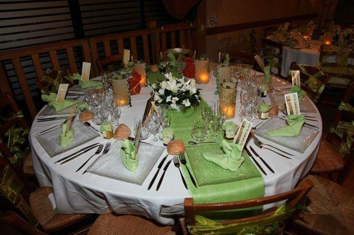 30 id es de centres de table avec fleurs d coration. Black Bedroom Furniture Sets. Home Design Ideas