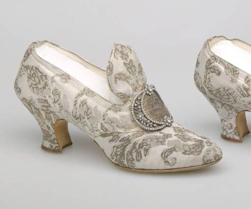 Qué época te identifica más según los zapatos? 1