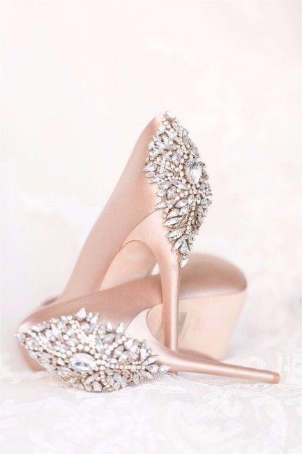 Quel adjectif pour cette paire de chaussures?  1