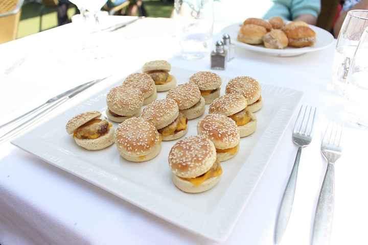 Mini burger et mini navettes du vin d'honneur