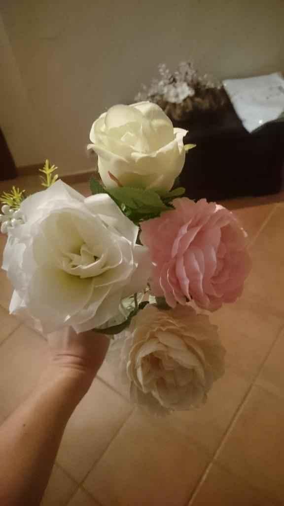 4 fleurs différentes alors que c'était censé être le même modèle de fleurs....