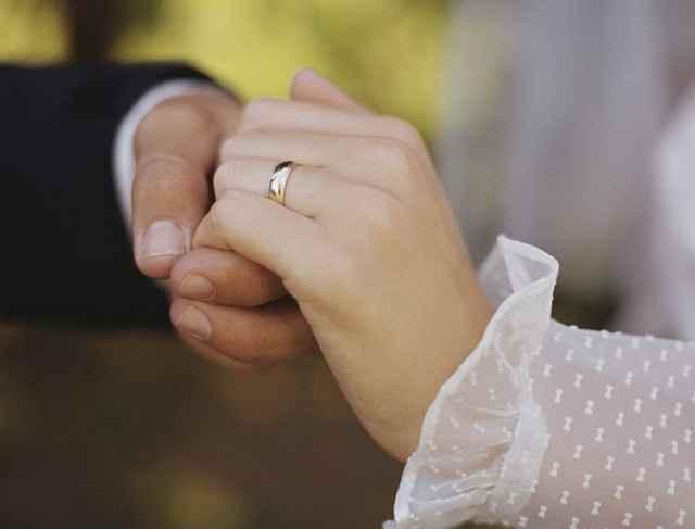 Bague de fiançailles et alliances, comment les porter? - 3