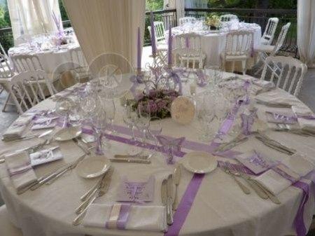 Tables rectangulaires et tables rondes banquets forum - Location de table ronde pour mariage ...